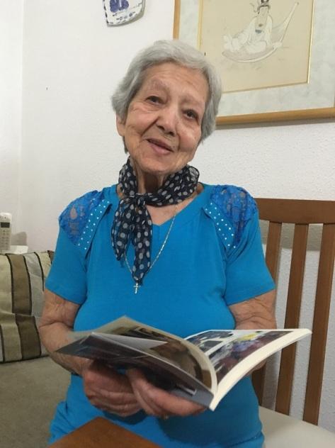 Dona Geórgia, no dia em que recebeu os exemplares do livro