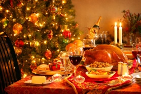 945a0a_christmas-dinner-table-2716x1810-wines-to-enjoy-with-your-christmas-dinner-lifestyle-club-together-urumix.com